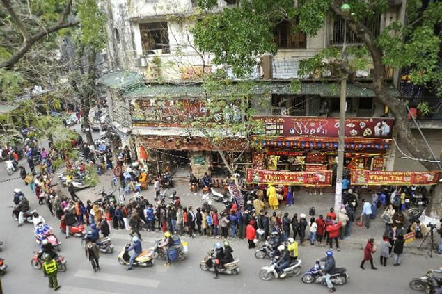 Từ Bắc chí Nam, dân chen chúc mua vàng ngày Thần Tài - ảnh 4