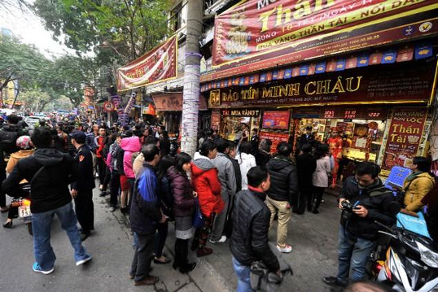 Từ Bắc chí Nam, dân chen chúc mua vàng ngày Thần Tài - ảnh 5