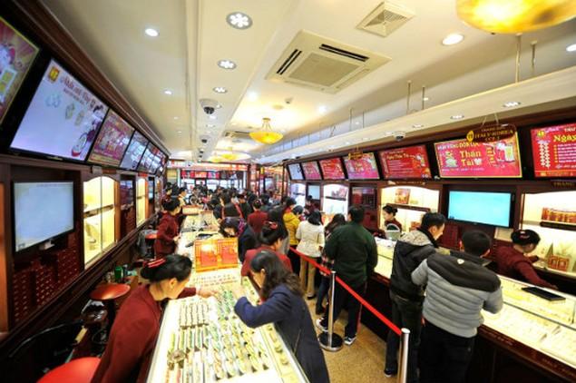 Từ Bắc chí Nam, dân chen chúc mua vàng ngày Thần Tài - ảnh 6