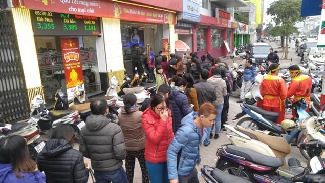 Từ Bắc chí Nam, dân chen chúc mua vàng ngày Thần Tài - ảnh 8