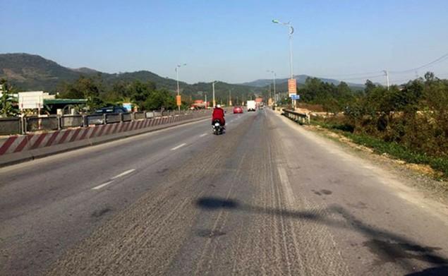 Cận cảnh xuống cấp nghiêm trọng tại QL18 Uông Bí – Hạ Long - ảnh 6