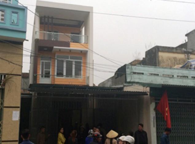 Vụ dân đòi trả bờ biển: Hàng trăm người lại vây trụ sở thị xã Sầm Sơn - ảnh 1