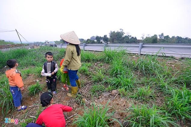 Nguy cơ tai nạn 'rình rập' trên cao tốc Nội Bài - Lào Cai - ảnh 2