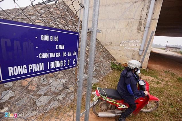 Nguy cơ tai nạn 'rình rập' trên cao tốc Nội Bài - Lào Cai - ảnh 8