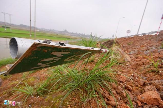 Nguy cơ tai nạn 'rình rập' trên cao tốc Nội Bài - Lào Cai - ảnh 11