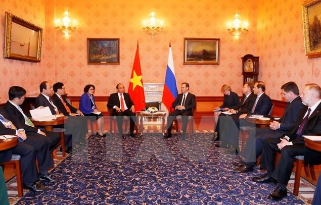 Thủ tướng Nguyễn Xuân Phúc hội đàm với Thủ tướng Liên bang Nga - ảnh 1