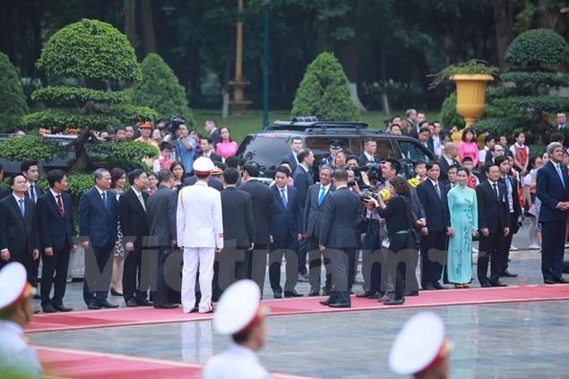 Cận cảnh lễ đón Tổng thống Hoa Kỳ Obama tại Phủ Chủ tịch - ảnh 7