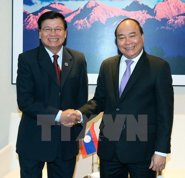 Thủ tướng Việt Nam-Lào gặp nhau bên thềm Hội nghị ASEM - ảnh 1