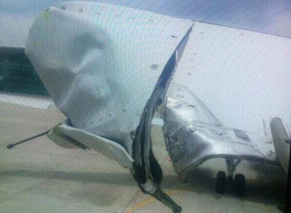 Máy bay Vietnam Airlines bị rách cánh đuôi do va cột đèn - ảnh 1