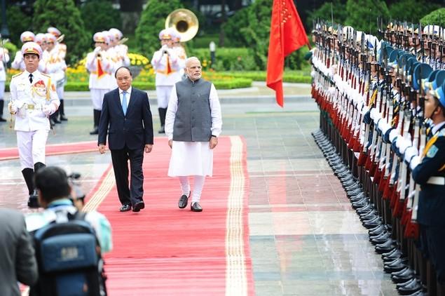 Những khoảnh khắc ấn tượng trong chuyến thăm Việt Nam của ông Modi - ảnh 1