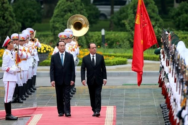 Một ngày của tổng thống Pháp tại Hà Nội - ảnh 2