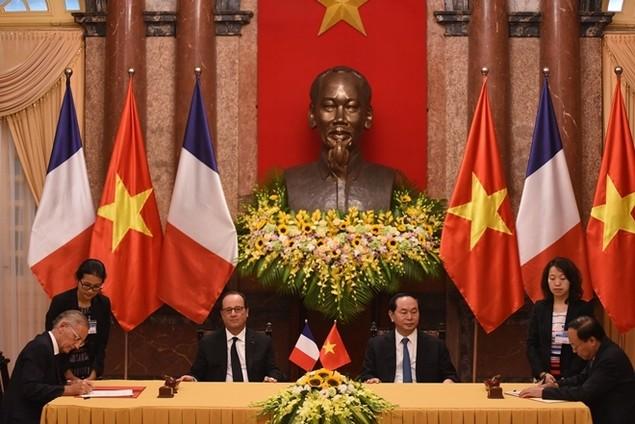 Một ngày của tổng thống Pháp tại Hà Nội - ảnh 3