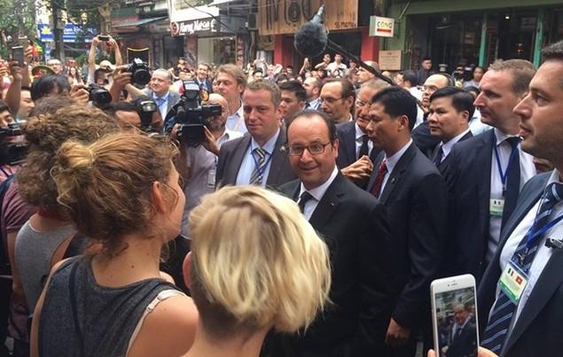 Một ngày của tổng thống Pháp tại Hà Nội - ảnh 8