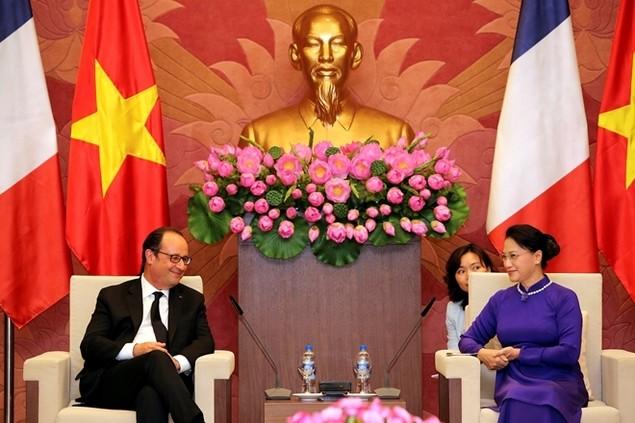 Một ngày của tổng thống Pháp tại Hà Nội - ảnh 12