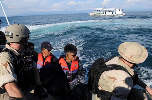 Xua đuổi lính Mỹ, Tổng thống Philippines muốn đổi đồng minh lấy danh tiếng - ảnh 2