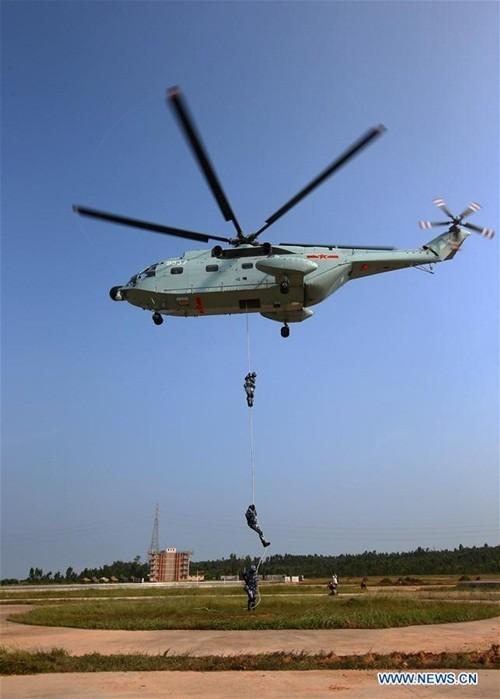 Thủy quân lục chiến Nga - Trung tập trận đổ bộ, leo tường - ảnh 5