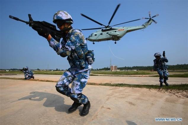 Thủy quân lục chiến Nga - Trung tập trận đổ bộ, leo tường - ảnh 6