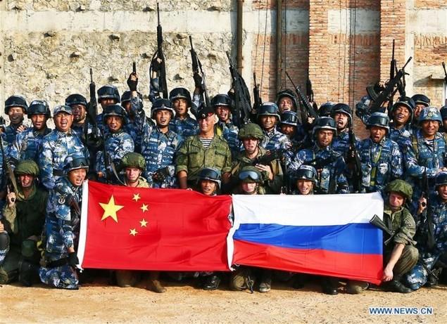 Thủy quân lục chiến Nga - Trung tập trận đổ bộ, leo tường - ảnh 9