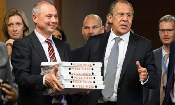 Cuộc đàm phán khởi đầu với nghi kỵ kết thúc bằng pizza giữa Mỹ - Nga - ảnh 1