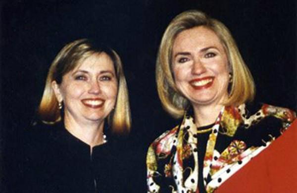 Người phụ nữ chuyên đóng giả Hillary Clinton - ảnh 1