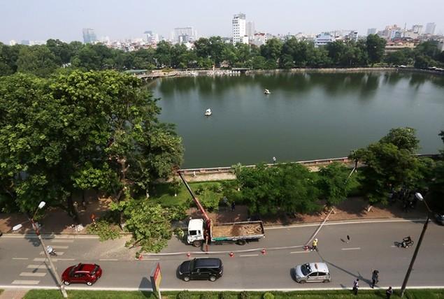 Hà Nội 'chia tay' hàng cây xanh bên hồ Thủ Lệ - ảnh 7