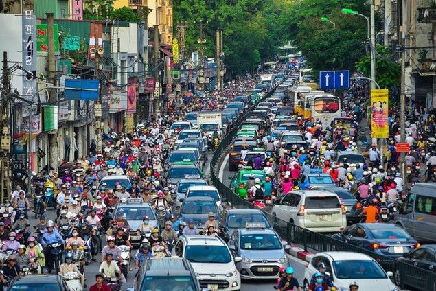Những hình ảnh tắc đường kinh hoàng ở Thủ đô Hà Nội - ảnh 1