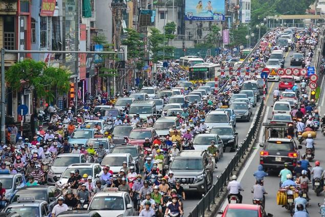 Những hình ảnh tắc đường kinh hoàng ở Thủ đô Hà Nội - ảnh 2