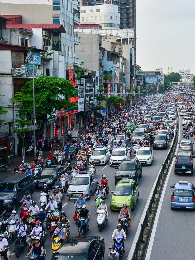 Những hình ảnh tắc đường kinh hoàng ở Thủ đô Hà Nội - ảnh 3