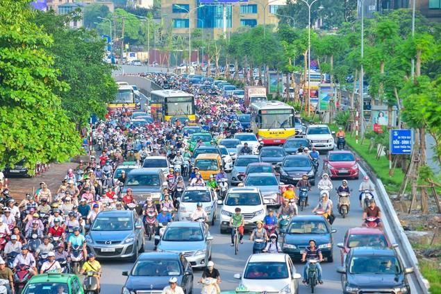 Những hình ảnh tắc đường kinh hoàng ở Thủ đô Hà Nội - ảnh 4