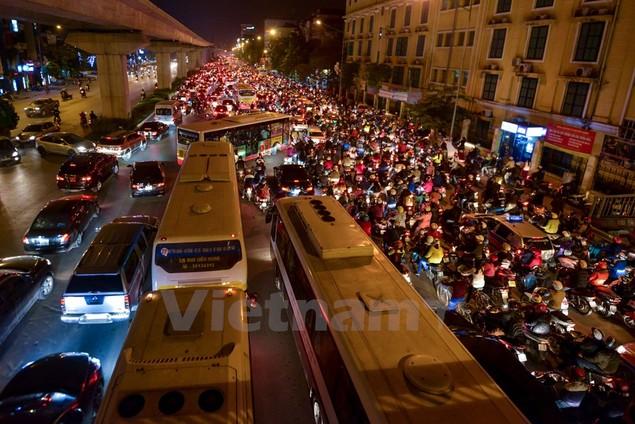 Những hình ảnh tắc đường kinh hoàng ở Thủ đô Hà Nội - ảnh 6