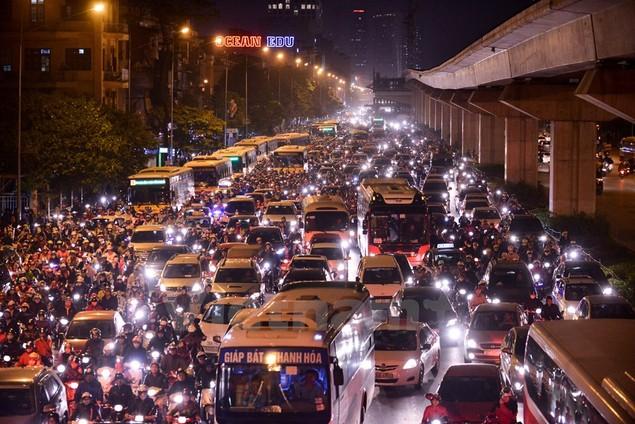 Những hình ảnh tắc đường kinh hoàng ở Thủ đô Hà Nội - ảnh 7