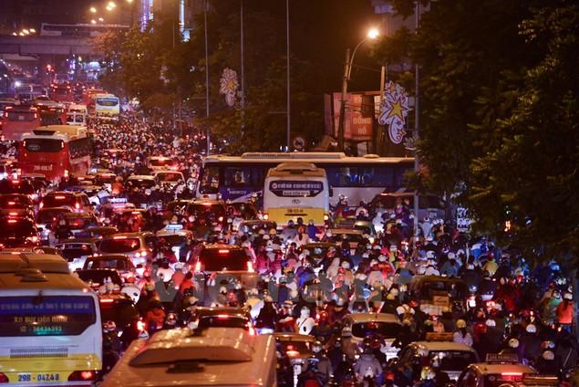 Những hình ảnh tắc đường kinh hoàng ở Thủ đô Hà Nội - ảnh 8