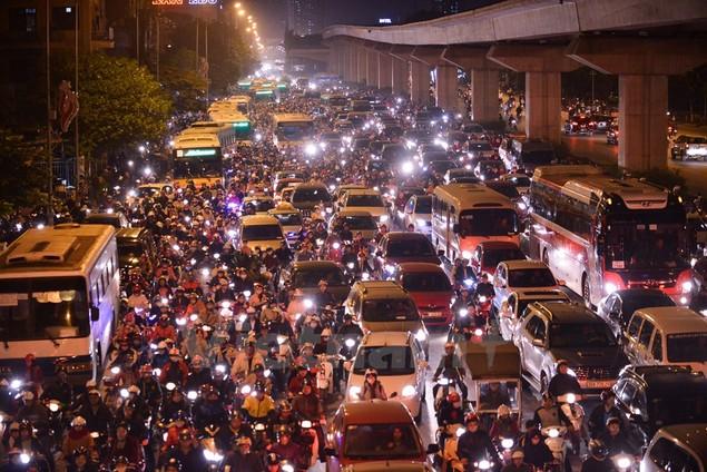 Những hình ảnh tắc đường kinh hoàng ở Thủ đô Hà Nội - ảnh 9