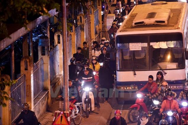 Những hình ảnh tắc đường kinh hoàng ở Thủ đô Hà Nội - ảnh 10