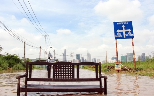 18 giờ sau trận mưa lịch sử, Sài Gòn vẫn chìm trong nước - ảnh 5