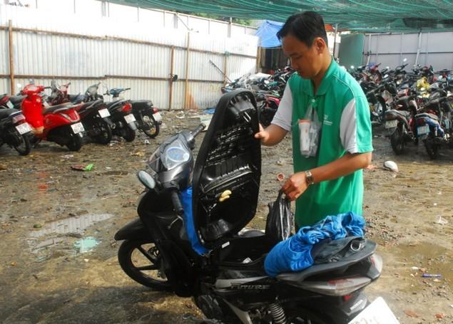 18 giờ sau trận mưa lịch sử, Sài Gòn vẫn chìm trong nước - ảnh 9
