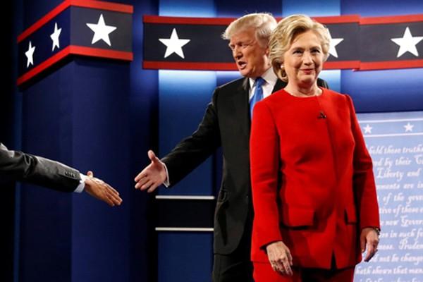 Bà Clinton tỏa sáng, làm nức lòng khán giả đêm tranh luận - ảnh 1