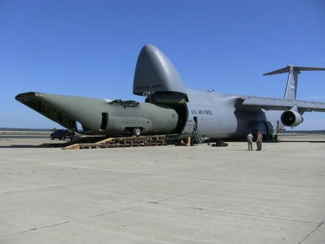 Chiếc vận tải cơ có thể nuốt trọn cường kích A-10 của Mỹ - ảnh 11