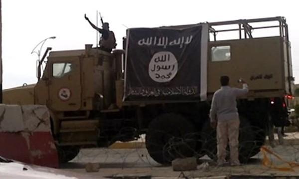 Chuẩn bị tử chiến, IS ngày đêm gia cố thành lũy lớn nhất ở Iraq - ảnh 1