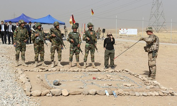 Chuẩn bị tử chiến, IS ngày đêm gia cố thành lũy lớn nhất ở Iraq - ảnh 2