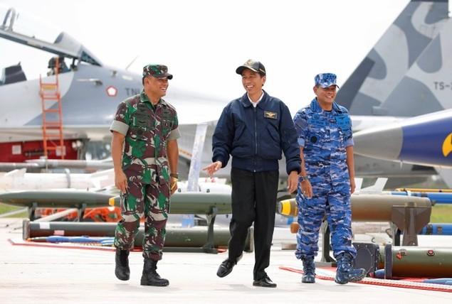 Tổng thống Indonesia lên chiến đấu cơ Sukhoi ở Biển Đông - ảnh 1