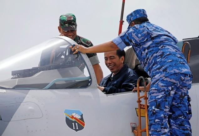 Tổng thống Indonesia lên chiến đấu cơ Sukhoi ở Biển Đông - ảnh 2