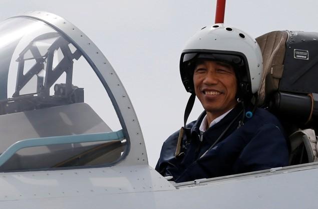 Tổng thống Indonesia lên chiến đấu cơ Sukhoi ở Biển Đông - ảnh 3