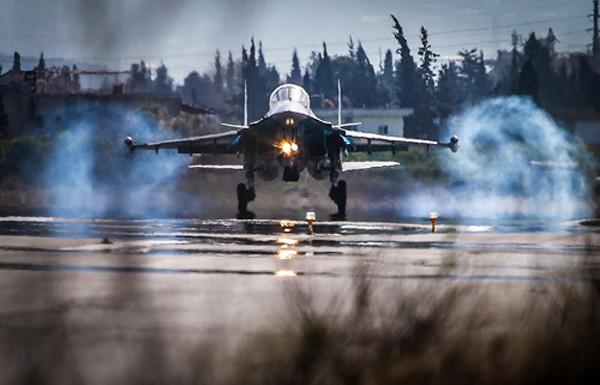 Tiêm kích Su-34 Nga thành 'xe tăng bay' với lớp giáp titan mới - ảnh 1