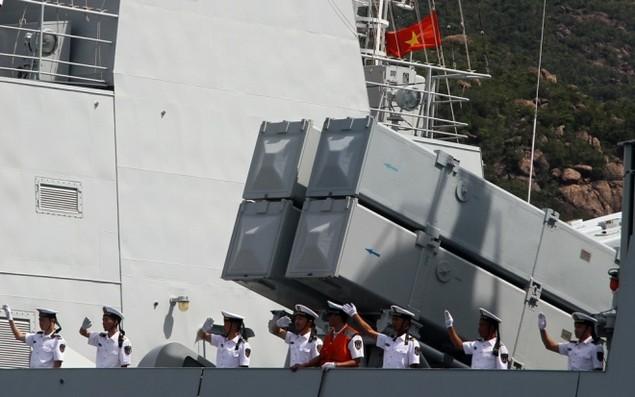 3 chiến hạm Hải quân Trung Quốc cập cảng Cam Ranh - ảnh 7