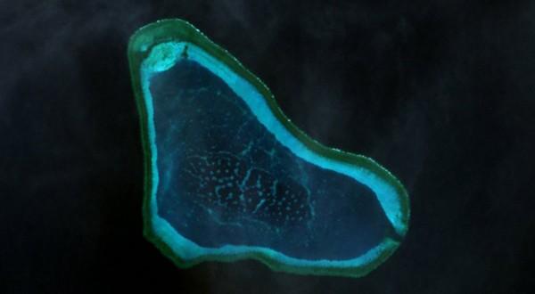 Tàu Trung Quốc chưa rời khỏi bãi cạn Scarborough - ảnh 1
