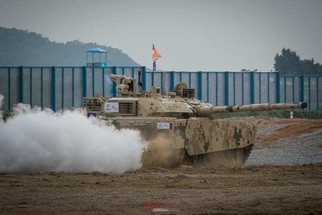 Trung Quốc ra mắt xe tăng mới cạnh tranh T-90 và M1 Abrams - ảnh 1