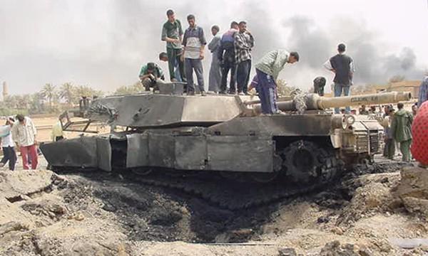 Chiếc xe tăng Mỹ trúng bom, tên lửa nhiều nhất thế giới - ảnh 1