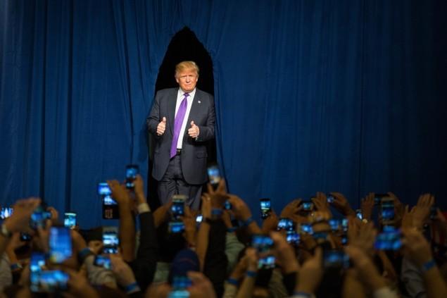 Những khoảnh khắc ấn tượng trong mùa bầu cử tổng thống Mỹ - ảnh 2