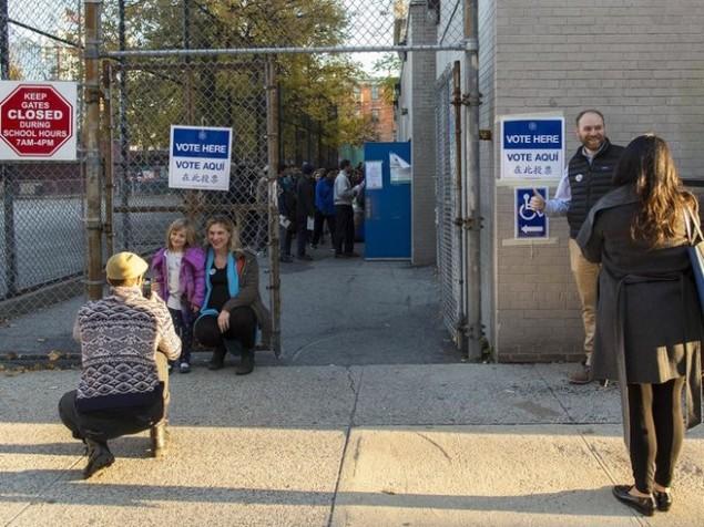 Cử tri Mỹ chụp ảnh 'tự sướng' trong ngày bầu cử - ảnh 7